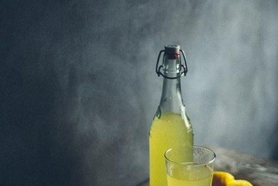 Kipfilé in room met spek en brie en honing